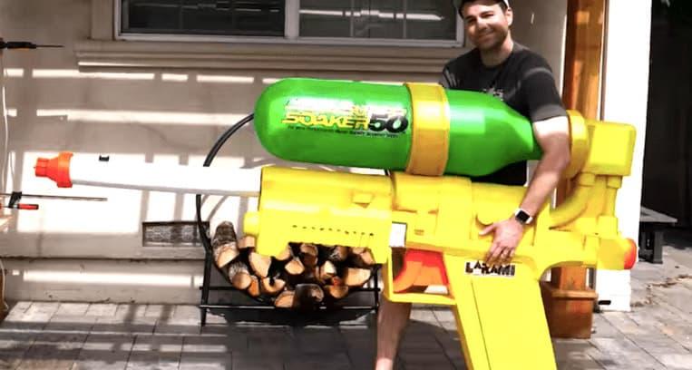 La più grande pistola ad acqua che trafigge angurie e vetro!