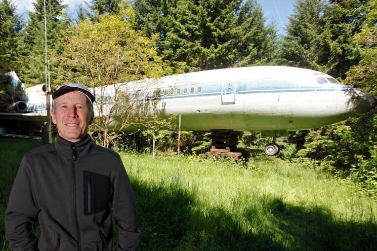 L'uomo che ha trasformato un Boeing 727 in una casa nel bosco