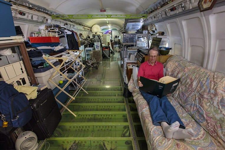 L'interno dell'aereo si è convertito in una casa